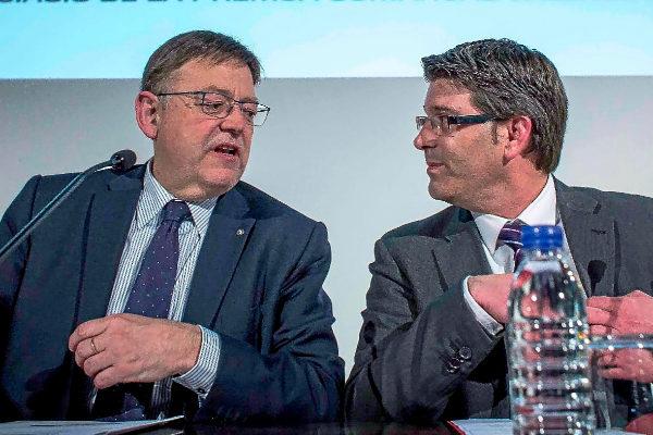 El presidente de la Generalitat y líder del PSPV, Ximo Puig, con el ex presidente de la Diputación de Valencia, Jorge Rodríguez, en un acto público.