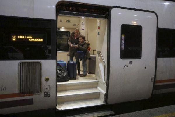 Renfe cancela 46 trenes para hoy por huelgas en Adif