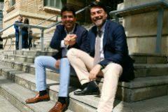 Carlos Mazón y Luis Barcala, en las escaleras del Mercado Central.