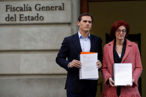 Albert Rivera y Maite Pagazaurtundua, a las puertas de la Fiscalía General.