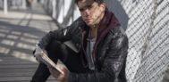 Jaime Lorente, el actor que da vida a 'Denver' en ' La casa de papel' acaba de publicar el poemario 'A propósito de tu boca'