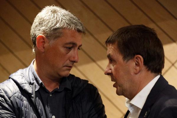 Arnaldo Otegi junto al candidato al Congerso, Oskar Matute.