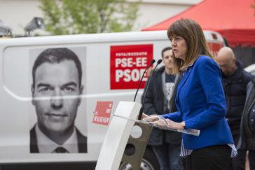 La secretaria general del PSE-EE Idoia Mendia durante el acto electoral celebrado en el barrio de Zabalgana.