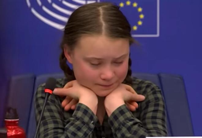 Greta Thunberg, emocionada, durante su intervención en el Parlamento Europeo.