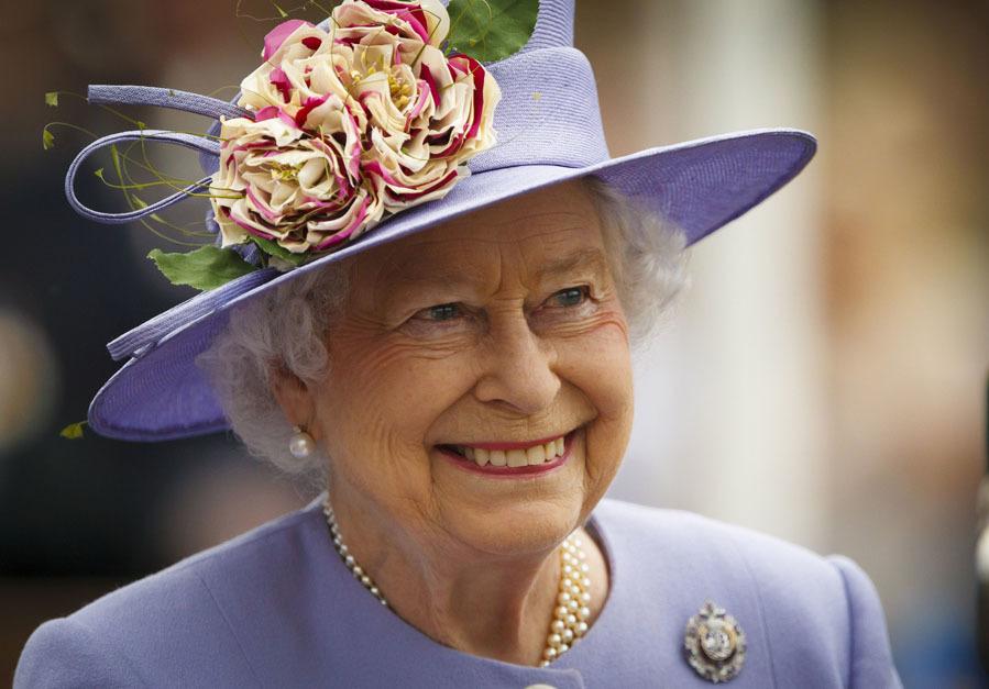 Maquillaje a juego con el look - El estilo de la Reina Isabel II