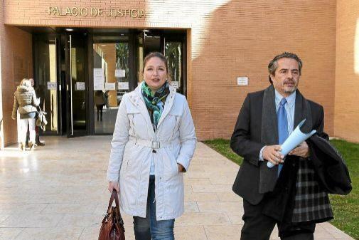 La ex concejal de Turismo de Orihuela, Pepa Ferrando, en el juzgado por 'Fitur'