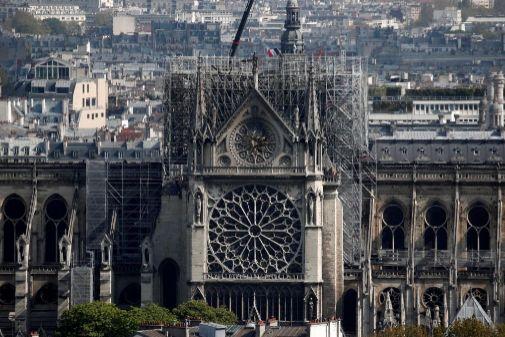 Una vista de la catedral de Notre Dame dos días después del incendio.