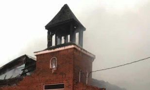 La iglesia baptista de de Mt. Pleasant, pasto de las llamas.