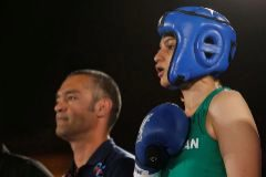 Orden de arresto en Irán contra su primera boxeadora