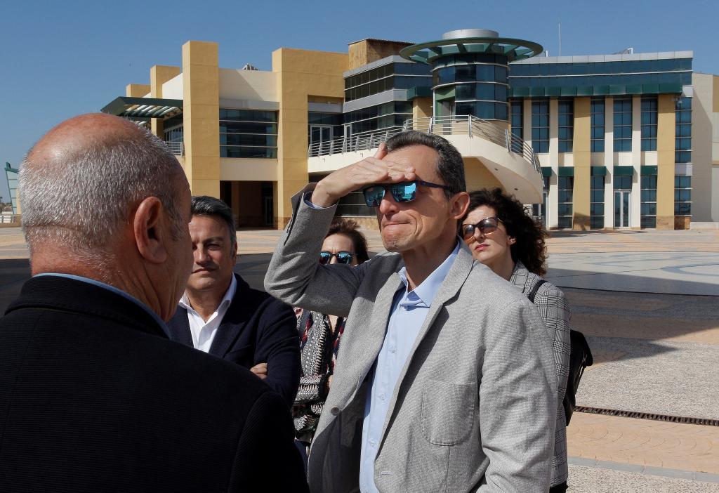 Pedro Duque visitando este martes Ciudad de la Luz, en Alicante.