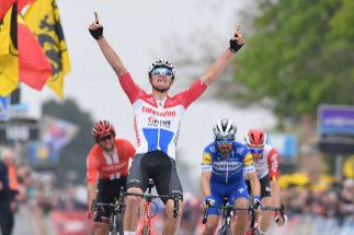 Van der Poel celebra su victoria en la Flecha Brabanzona