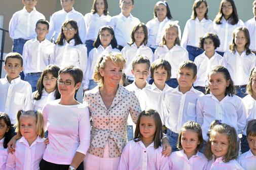 Esperanza Aguirre, hace 11 años, con una de las primeras promociones de bilingüismo.