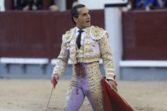 Iván Fandiño tras dar muerte al quinto toro de la corrida de Parladé en San Isidro 2017