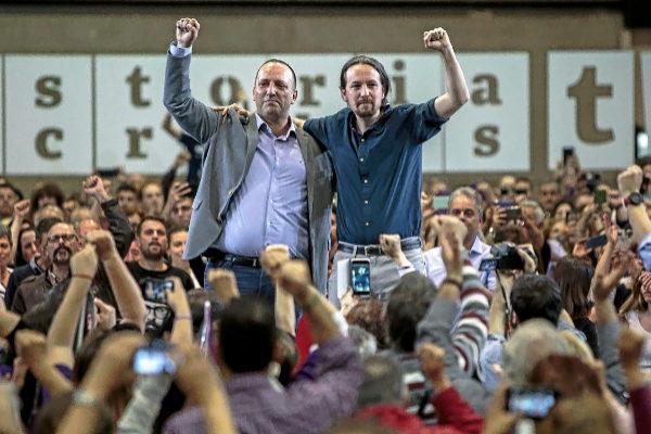 Rubén Martínez Dalmau y Pablo Iglesias, ayer, en el mitin en Feria Valencia.