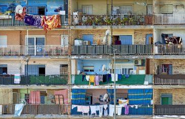 Edificio en Beniel. «Antes vivían españoles», explica un vecino.