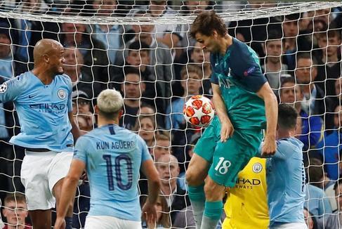 """Guardiola: """"El gol de Llorente fue con la mano"""""""
