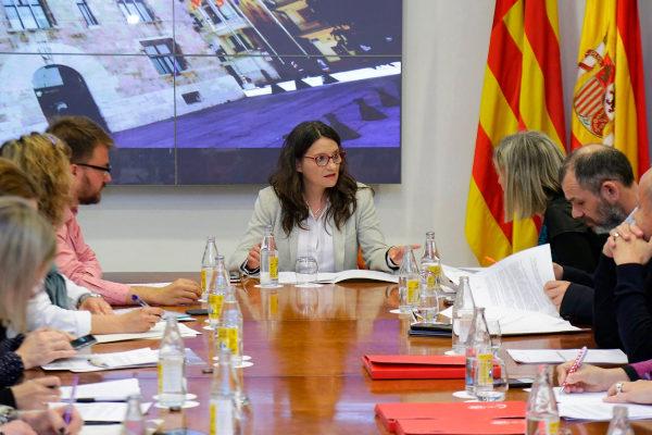 Mónica Oltra, ayer, durante la reunión de la Mesa de Recuperación Social.