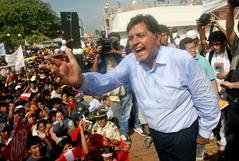 FILE PHOTO: Peruvian presidential candidate <HIT>Garcia</HIT> gives speech during campaign rally in northern city of Piura
