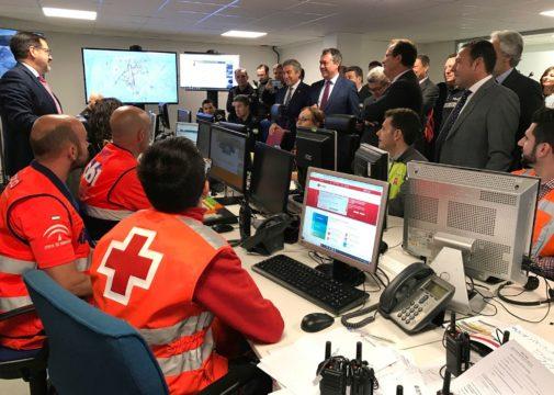 Las autoridades visitan el Centro de Coordinación Cooperativa (CECOP) de Sevilla.