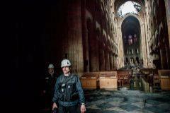EPA460. PARÍS (FRANCIA).- Varios <HIT>operarios</HIT> trabajan en el interior de la catedral de <HIT>Notre</HIT> <HIT>Dame</HIT> después del incendio sufrido ayer lunes, este martes en París (Francia). Francia evalúa hoy los daños sufridos por la catedral de <HIT>Notre</HIT> <HIT>Dame</HIT> de París, devastada por un incendio cuyo origen es todavía desconocido y está siendo investigado por la Justicia. <HIT></HIT>/  POOL