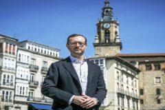 El candidato del PP al Congreso por Álava Javier Maroto, ayer, tras un acto electoral en Vitoria.