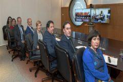 La Delegación del Gobierno vasco, con los consejeros Azpiazu, Erkorkea y Tapia, en el centro durante la Comisión Mixta virtual celebrada ayer.