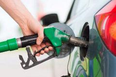 Repostaje de combustible en una gasolinera.