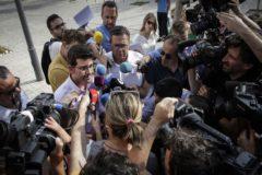 El ex presidente de la Diputación de Valencia, Jorge Rodriguez, a su salida de los juzgados tras prestar declaración.