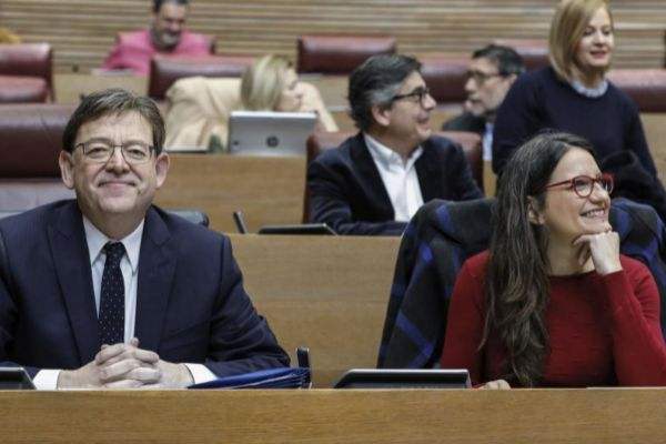 El presidente de la Generalitat, Ximo Puig, junto a la la vicepresidenta del Consell, Monica Oltra.