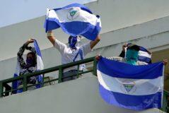Universitarios protestan contra el régimen de Daniel Ortega en Nicaragua.