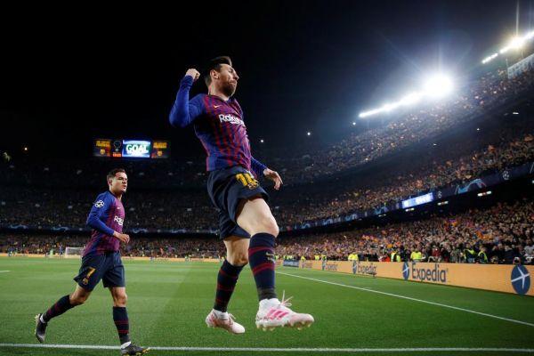 Messi celebra un gol ante el United.