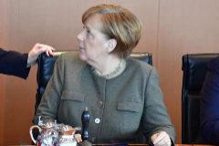 La canciller alemana, Angela Merkel, el miércoles, durante una reunión con su gabinete.