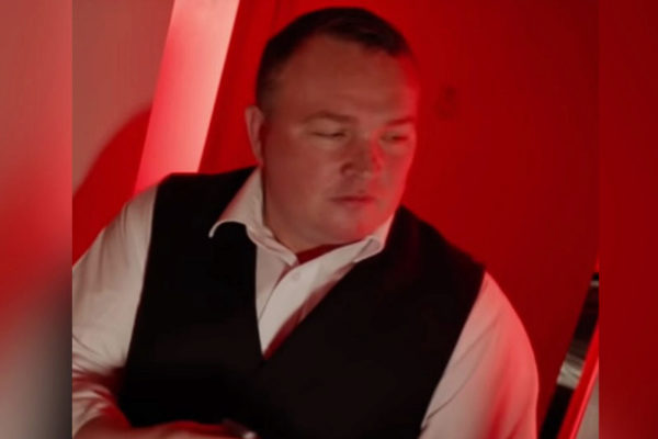 Bradley Welsh, en una escena de T2: Trainspotting