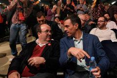 Pedro Sánchez y Miquel Iceta, en un mitin del PSC en Badalona.