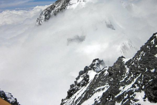 """Tres de los mejores alpinistas del mundo, desaparecidos tras una avalancha en Canadá: """"Están muertos"""""""