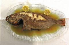 Besugo a la bilbaína de O'Pazo, unode los clásicos del pescado de Madrid.