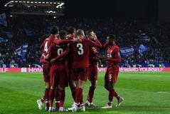 Los jugadores del Liverpool celebran un gol al Oporto.