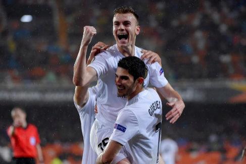 Lato celebra el primer tanto conseguido ante el Villarreal en Mestalla.