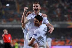 """Valencia's Spanish defender Antonio Latorre """"<HIT>Lato</HIT>"""" (TOP) celebrates after scoring a goal with Valencia's Portuguese midfielder Goncalo Guedes during the UEFA Europa League quarter final second leg football match between Valencia CF and Villarreal CF at the Mestalla stadium in Valencia on April 18, 2019. (Photo by JOSE JORDAN / AFP)"""