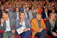Fernando Navarro, Albert Rivera, Xavier Pericay y Olga Ballester en un acto electoral de Ciudadanos en 2015.