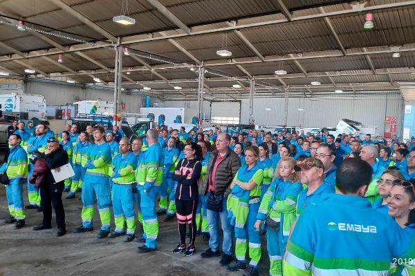 Personal de Emaya en una reunión sindical.