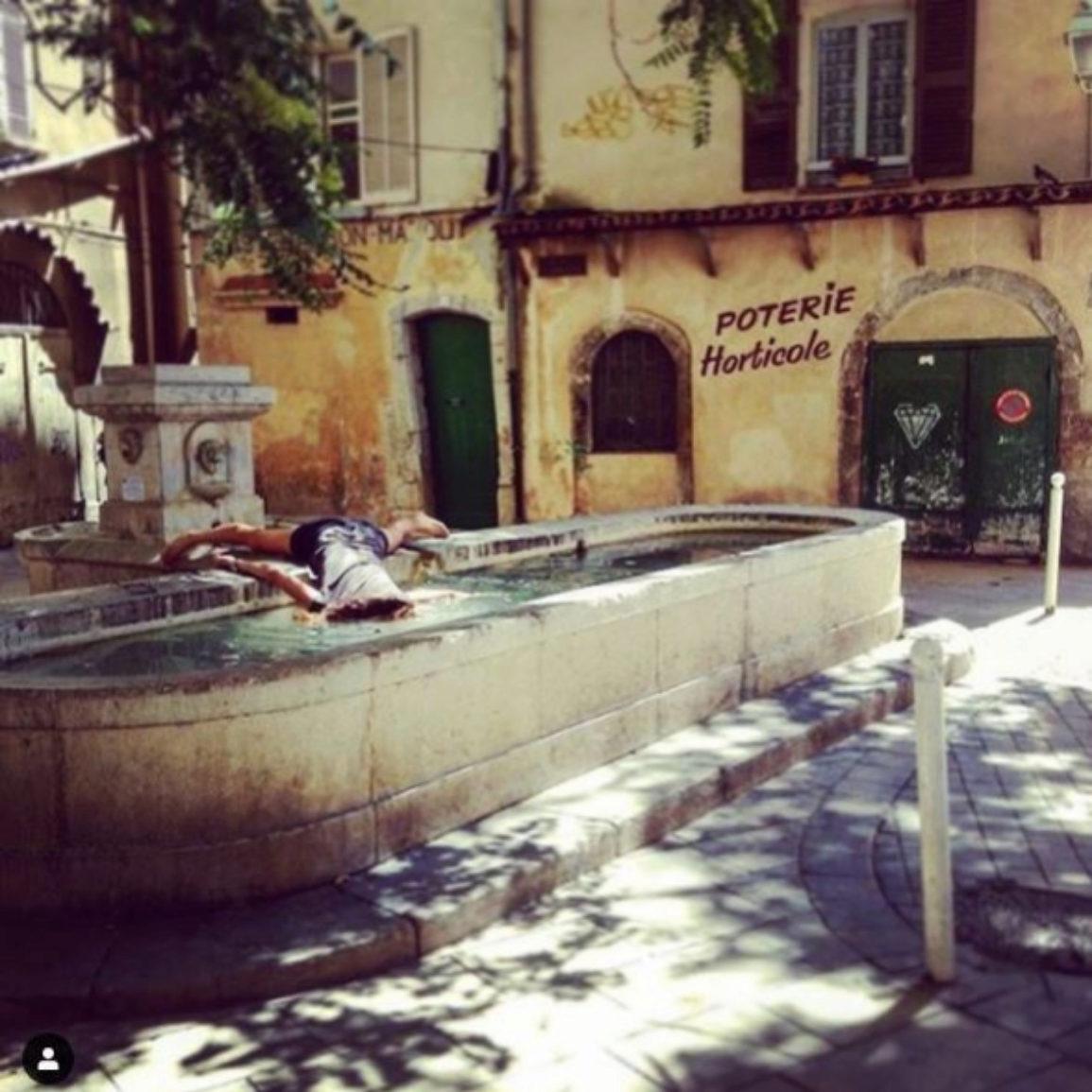'Stef muere en una fuente corsa'. Córcega, Francia.
