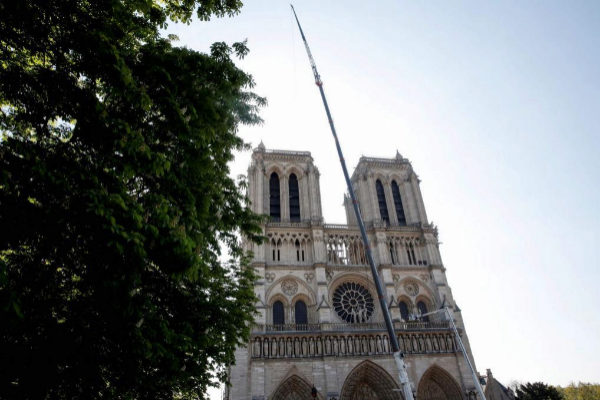 Trabajos en la fachada de Notre Dame este viernes.
