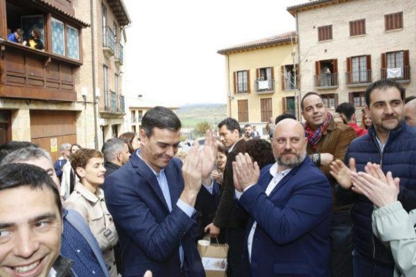 Pedro Sánchez, durante su visita a Viana (Navarra).