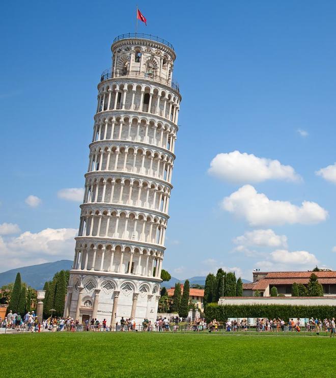 La Torre de Pisa, en Italia, una estructura rígida que, en cualquier momento, puede dejar de serlo.