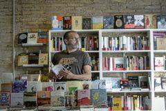 Volta al món 'micro' en huitanta autors