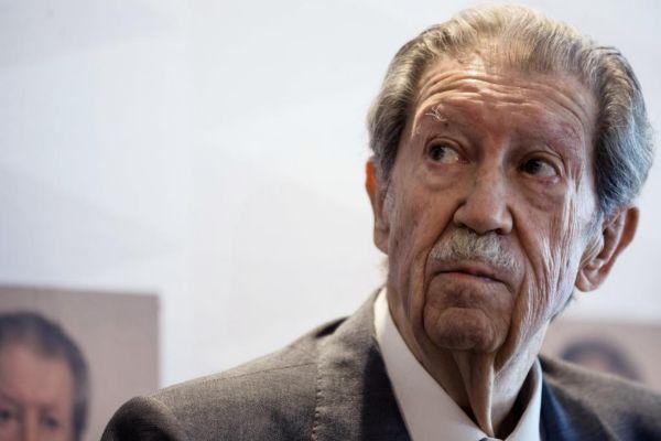 Manuel Alcántara, poeta y periodista.