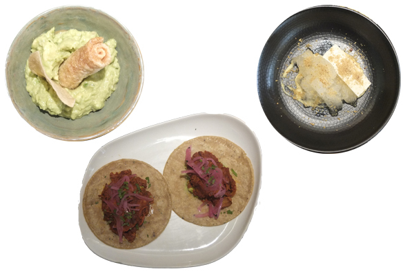 Guacamoles con totopos, tacos de cochinita y panacotta de maíz.