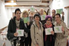 Maddalen Iriate junto a varios de los asistentes al acto de Benidorm.