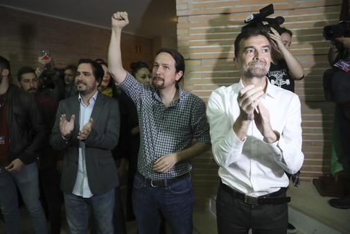 Pablo Iglesias, entre Alberto Garzón y Antonio Maíllo, en el acto celebrado el pasado día 10 en Málaga.